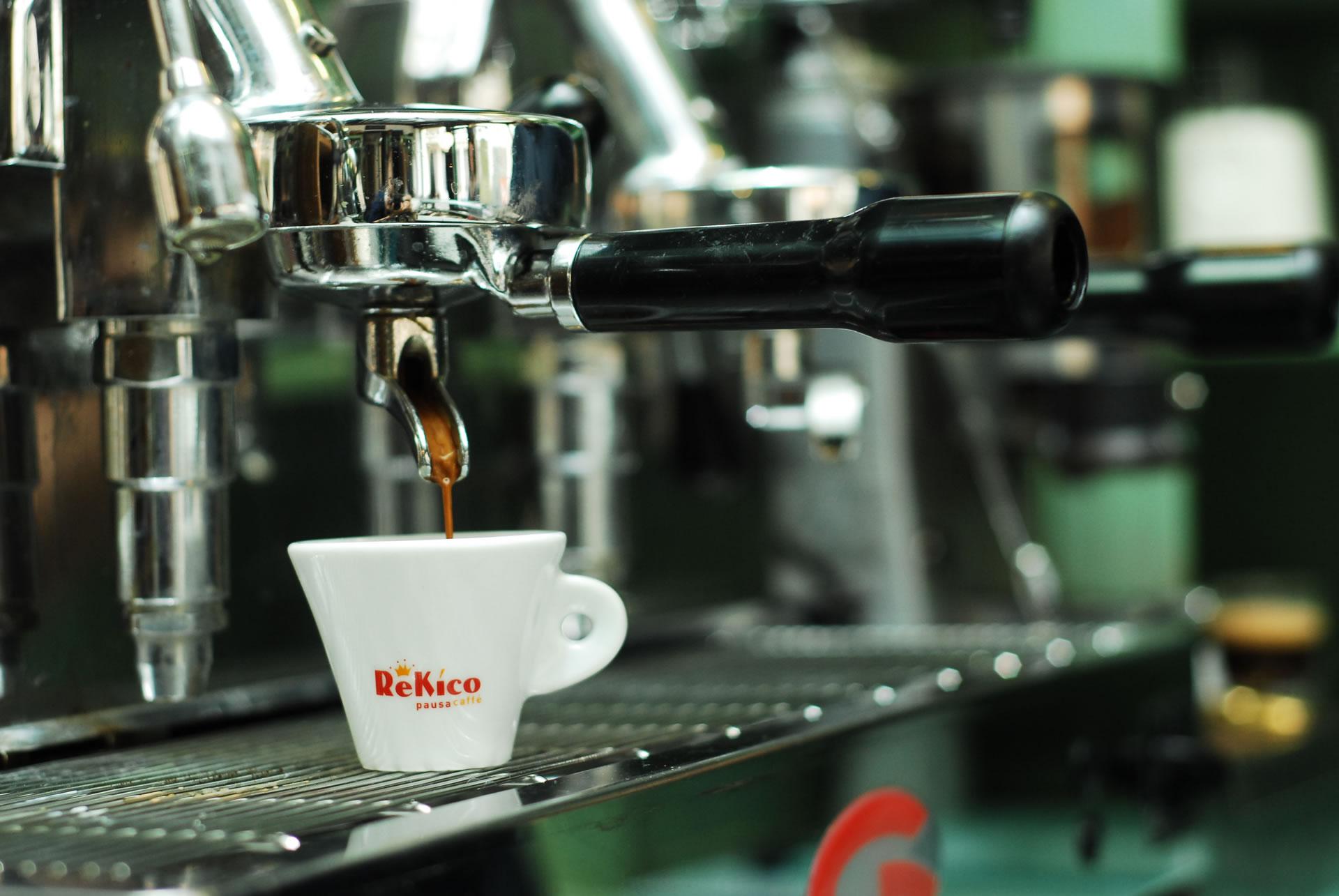 Genießen Sie eine Tasse frischen Espresso
